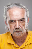Retrato de um homem idoso fotografia de stock