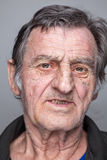 Retrato de um homem idoso imagens de stock