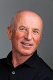 Retrato de um homem mais idoso amigável Fotos de Stock Royalty Free