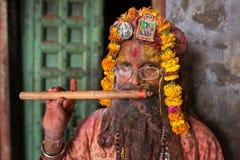 Retrato de um homem não identificado de Sadhu durante a celebração de Holi em Nandgaon, Uttar Pradesh, Índia Imagem de Stock Royalty Free