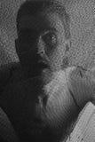 Retrato de um homem novo através da malha Foto de Stock Royalty Free