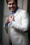 Retrato de um homem novo e elegante. fotografia de stock royalty free