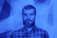 Retrato de um homem novo pensativo Imagem de Stock Royalty Free