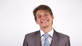 Retrato de um homem novo Sorriso olhando a câmera vídeos de arquivo