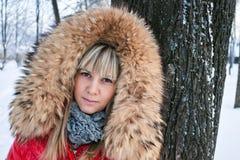 Retrato de um inverno da menina. Fotografia de Stock