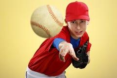 Retrato de um jogador de beisebol adolescente fotografia de stock royalty free
