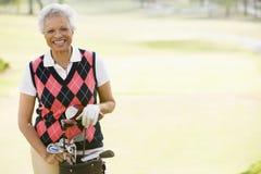 Retrato de um jogador de golfe fêmea fotografia de stock