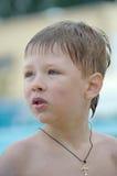 Retrato de um menino com cabeça molhada Fotografia de Stock Royalty Free