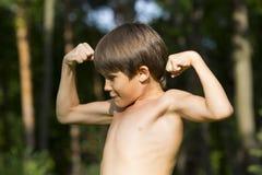 Retrato de um menino na natureza Fotos de Stock Royalty Free