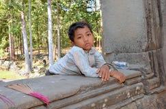 Retrato de um menino que vende varas do incenso Imagem de Stock Royalty Free