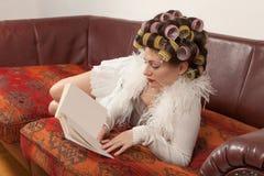 Retrato de um modelo com um livro Fotografia de Stock Royalty Free