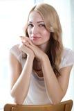 Retrato de um modelo fêmea bonito foto de stock royalty free