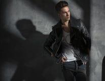 Retrato de um modelo masculino considerável Fotos de Stock