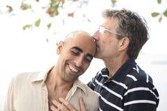 Retrato de um par alegre feliz foto de stock royalty free