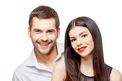 Retrato de um par de sorriso feliz novo bonito Foto de Stock