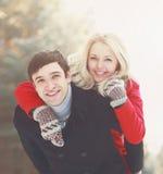 Retrato de um par novo feliz bonito no amor Foto de Stock