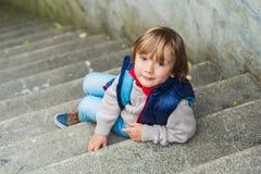 Retrato de um rapaz pequeno bonito Foto de Stock Royalty Free