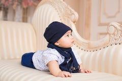 Retrato de um sorriso bonito do bebê Criança idosa adorável de quatro meses Imagens de Stock Royalty Free