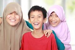 Retrato de um sorriso de três crianças Imagens de Stock Royalty Free