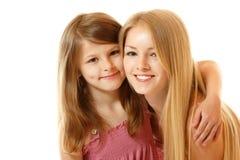 Retrato de um sorriso feliz de duas irmãs foto de stock royalty free