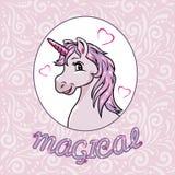 Retrato de um unicórnio cor-de-rosa feliz para o projeto do álbum de recortes imagens de stock