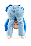 Retrato de uma cabeça ereta da criança brincalhão para baixo Imagens de Stock