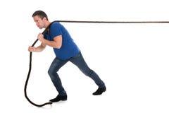 Retrato de uma corda puxando do homem Fotos de Stock Royalty Free