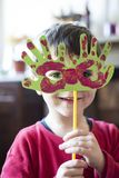 Retrato de uma criança com máscara do carnaval Foto de Stock Royalty Free