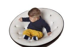 Retrato de uma criança na cadeira Imagens de Stock Royalty Free