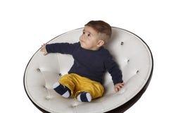 Retrato de uma criança na cadeira Imagem de Stock