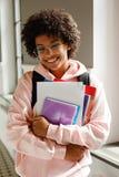 Retrato de uma estudante universitário feliz Fotografia de Stock Royalty Free