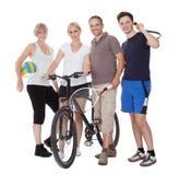 Retrato de uma família ostentando Fotos de Stock