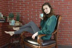 Retrato de uma jovem mulher fotografia de stock