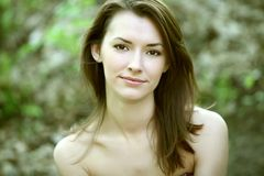 Retrato de uma jovem mulher bonita Imagens de Stock Royalty Free