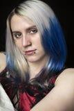 Jovem mulher bonita com cabelo azul fotos de stock royalty free