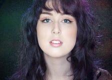 Retrato de uma jovem mulher bonita Imagem de Stock Royalty Free