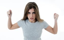 Retrato de uma jovem mulher bonita com a cara irritada que olha furioso Expressões e emoções humanas imagens de stock