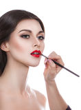 Retrato de uma jovem mulher bonita com uma composição profissional em um fundo branco Beleza perfeita foto de stock royalty free