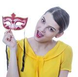 Retrato de uma jovem mulher com uma máscara imagem de stock