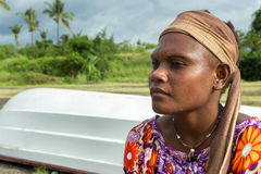 Retrato de uma jovem mulher do papuan, Rabaul, Nova Guiné fotos de stock