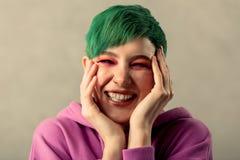Retrato de uma jovem mulher emocional bonita imagens de stock