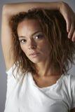 Retrato de uma jovem mulher no estúdio, roupa interior vestindo Imagens de Stock Royalty Free