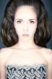 Retrato de uma jovem mulher no vestido do vintage. Imagem de Stock
