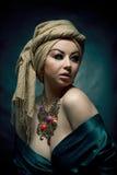 Retrato de uma menina árabe bonita imagens de stock