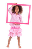 Menina americana africana pequena que guardara uma moldura para retrato Fotografia de Stock Royalty Free