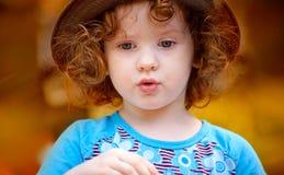 Retrato de uma menina bonita foto de stock