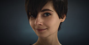 Retrato de uma menina bonita Cabelo escuro Olhos bonitos Imagens de Stock Royalty Free
