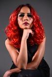 Retrato de uma menina bonita com coloração de cabelo tingida Imagens de Stock