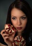 Retrato de uma menina bonita com fruto Fotografia de Stock