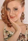 Retrato de uma menina com cabelo vermelho Imagens de Stock Royalty Free